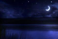 Noche sobre el río Imágenes de archivo libres de regalías