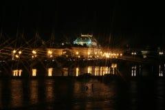 Noche sobre el Vltava Foto de archivo