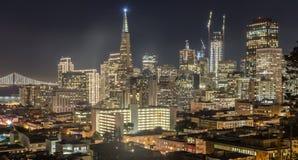 Noche sobre San Francisco Downtown de Ina Coolbrith Park Imagenes de archivo