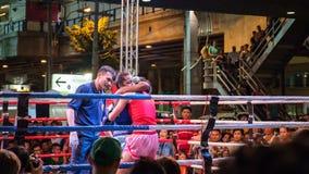 Noche tailandesa de la lucha del boxeo Fotografía de archivo libre de regalías