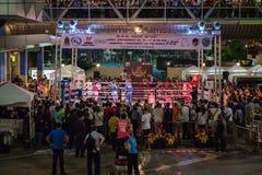 Noche tailandesa de la lucha del boxeo Imagenes de archivo