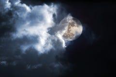 Noche tempestuosa de la Luna Llena Imágenes de archivo libres de regalías
