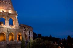 Noche tirada de colosseum en Roma imágenes de archivo libres de regalías