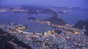 Noche tirada de mountai del botafogo y del sugarloaf en Río de Janeiro, el Brasil fotos de archivo libres de regalías
