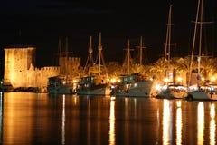 Noche Trogir Foto de archivo