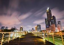 Noche ventosa en Gaoxiong imagenes de archivo
