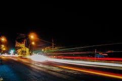 Noche y luz de la calle imagenes de archivo