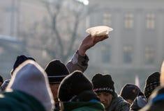 Nochebuena para pobre y sin hogar en la plaza principal en Cracovia Imagen de archivo