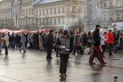 Nochebuena para pobre y sin hogar en la plaza principal en Cracovia Fotografía de archivo libre de regalías