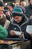 Nochebuena para pobre y sin hogar en la plaza principal en Cracovia Cada año el grupo Kosciuszko prepara la víspera más grande de Fotografía de archivo