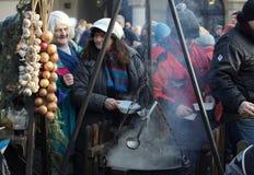 Nochebuena para pobre y sin hogar en la plaza principal en Cracovia Cada año el grupo Kosciuszko prepara la víspera más grande de Imagen de archivo