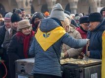 Nochebuena para pobre y sin hogar en la plaza principal en Cracovia Cada año el grupo Kosciuszko prepara la víspera más grande de Imagenes de archivo