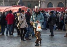 Nochebuena para pobre y sin hogar en la plaza principal en Cracovia Cada año el grupo Kosciuszko prepara la víspera más grande de Fotografía de archivo libre de regalías