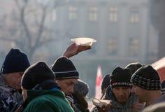 Nochebuena para pobre y sin hogar en la plaza principal en Cracovia Cada año el grupo Kosciuszko prepara la víspera más grande de Imágenes de archivo libres de regalías