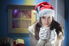 Nochebuena que espera de la muchacha hermosa para fotografía de archivo