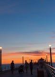 Noches californianas, en el embarcadero en la puesta del sol Fotografía de archivo libre de regalías