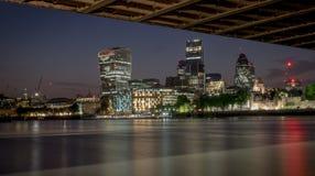 Noches del puente de la torre Imágenes de archivo libres de regalías