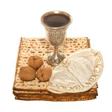 Noci e Yarmulke della tazza di Kiddush dell'argento di Matzoth Fotografia Stock