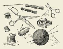 Nociones de costura Hilo dibujado mano, aguja, tijeras, bola del hilado, agujas que hacen punto, ganchillo Ilustración del vector Foto de archivo