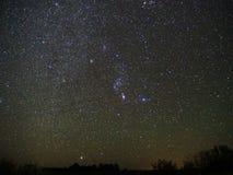 Nocne niebo gwiazd Orion gwiazdozbiór i Sirius gwiazdowy obserwować fotografia stock