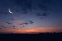Nocne niebo krajobraz i księżyc, gwiazdy, Ramadan Kareem świętowanie Obraz Royalty Free