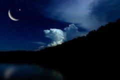 Nocne niebo krajobraz i księżyc, gwiazdy, Ramadan Kareem świętowanie Zdjęcia Royalty Free