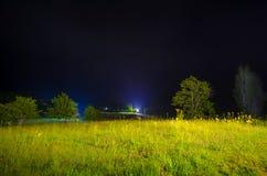 Nocne niebo nad wiejskim krajobrazem Pięknej nocy gwiaździsty niebo, Azerbejdżan Obrazy Royalty Free