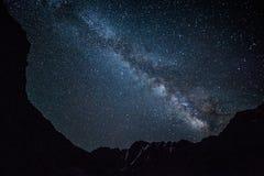Nocne niebo w górach Zdjęcie Royalty Free