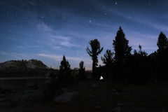 Nocne niebo w sierra Nevada góry Zdjęcia Stock