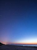 Nocne niebo z gwiazdami na plaży blue horizon ważna liczba rozkazał sfer widok kosmicznego planet Fotografia Stock