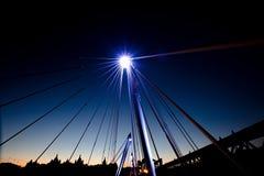 Nocne niebo z jaskrawym światłem fotografia royalty free