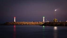Nocturnal deptak na Śródziemnomorskim wybrzeżu w Agia Napa Obraz Stock