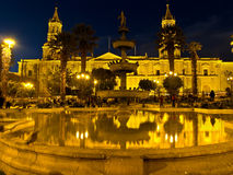 Nocturnal Plaza de Armas Photos stock
