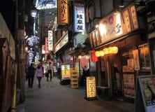 Nocy życia tylna ulica Tokio Japonia Zdjęcia Stock