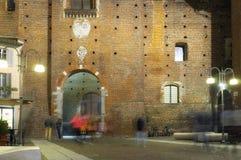 Nocy życie w Vigevano (Pavia) koloru córek wizerunku matka dwa zdjęcie stock