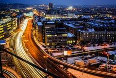 Nocy autostrada w mieście Praga główna droga od ptaków perspektywicznych na długiego czasu ujawnieniu Zdjęcia Stock