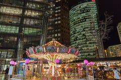 Nocy boże narodzenia wprowadzać na rynek z carousel na Potsdamer Platz berlin Germany fotografia stock