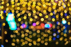 Nocy bożych narodzeń lekkiego złotego abstrakcjonistycznego bokeh kolorowy piękny tło: z kopii przestrzenią dla dodaje tekst Zdjęcie Royalty Free