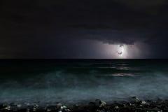 Nocy burzy morze Obrazy Royalty Free