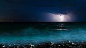 Nocy burzy morze Zdjęcia Royalty Free