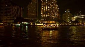 Nocy Chao Phraya rzeczny widok w statku wycieczkowym przy Tajlandia zdjęcie wideo