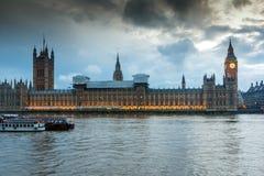 Nocy fotografia domy parlament z Big Ben od Westminister mosta, Londyn, Anglia, Wielki b Obraz Stock