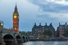 Nocy fotografia domy parlament z Big Ben od Westminister mosta, Londyn, Anglia, Wielki b Obrazy Royalty Free