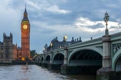Nocy fotografia domy parlament z Big Ben od Westminister mosta, Londyn, Anglia, Wielki b Zdjęcia Stock