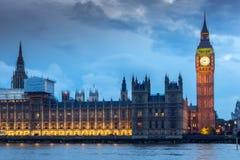 Nocy fotografia domy parlament z Big Ben od Westminister mosta, Londyn, Anglia, Wielki b Obraz Royalty Free