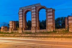 Nocy fotografia ruiny Romański akwedukt w mieście Plovdiv Obraz Royalty Free