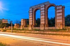 Nocy fotografia ruiny Romański akwedukt w mieście Plovdiv Zdjęcia Royalty Free