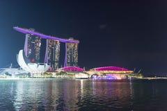 Nocy fotografia Singapur Marina zatoki piaski hotele i rzeka, Singa Zdjęcia Royalty Free