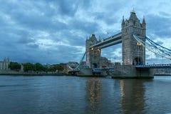 Nocy fotografia wierza most w Londyn, Anglia, Wielki Brytania obraz stock