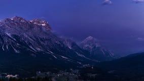 Nocy góry krajobraz Włochy dolomity po zmierzchu Zdjęcie Royalty Free